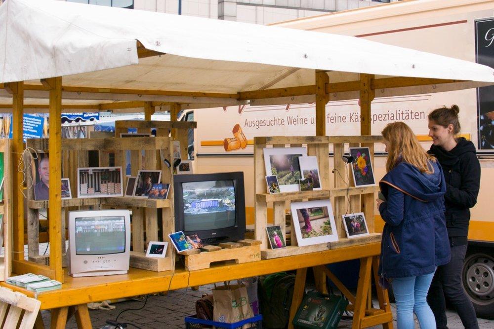 23_PetersilieUndPastinake_knallrotfilme_Marktstand.jpeg