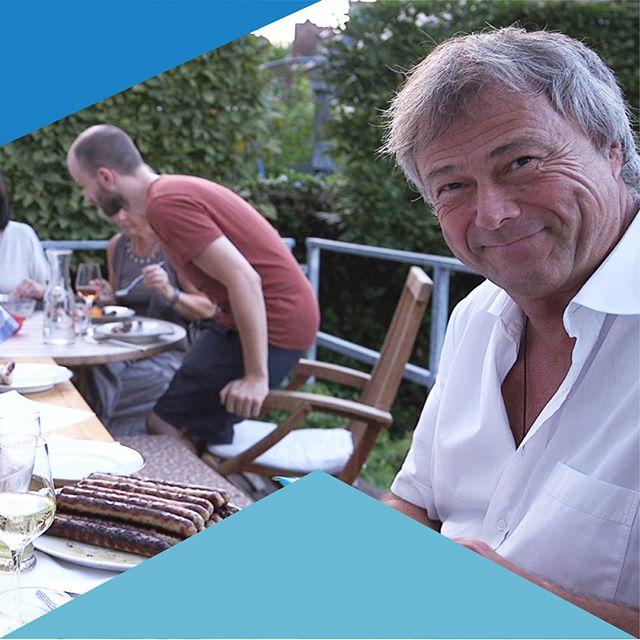 Filmstill 2018 (1/2) Wer wollte noch, wer hat noch nicht? Wir sind kurz vorm Erreichen unseres Fundingziels. Morgen Nacht ist Schluss. Jeder Unterstützer zählt! Also nimm Dir Deinen zweiten Kaffee des Tages und besuche unsere Seite (Link in Bio)  Damit wir nächstes Jahr zusammen eine großartige #Filmpremiere in dem #Wohnprojekt in #Wiesbaden feiern können. . . . #whenim67 #wohnenimalter #cohousing #knallrotfilme #dokumentarfilm #interviewreihe #bergkirchenviertel #wiesbaden #startnext #crowdfundingkampagne #entspanntinswochenende #wiewillstduleben #zweiterkaffee #portrait #schenkdemlebeneinlächeln #gemeinsamkönnenwiresschaffen #filmstill #c100 #canon