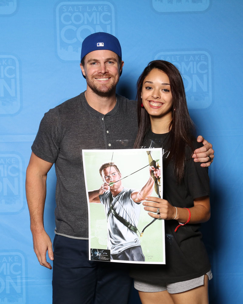 stephen amell plays green arrow on the arrow holding green arrow fan art by tony santiago