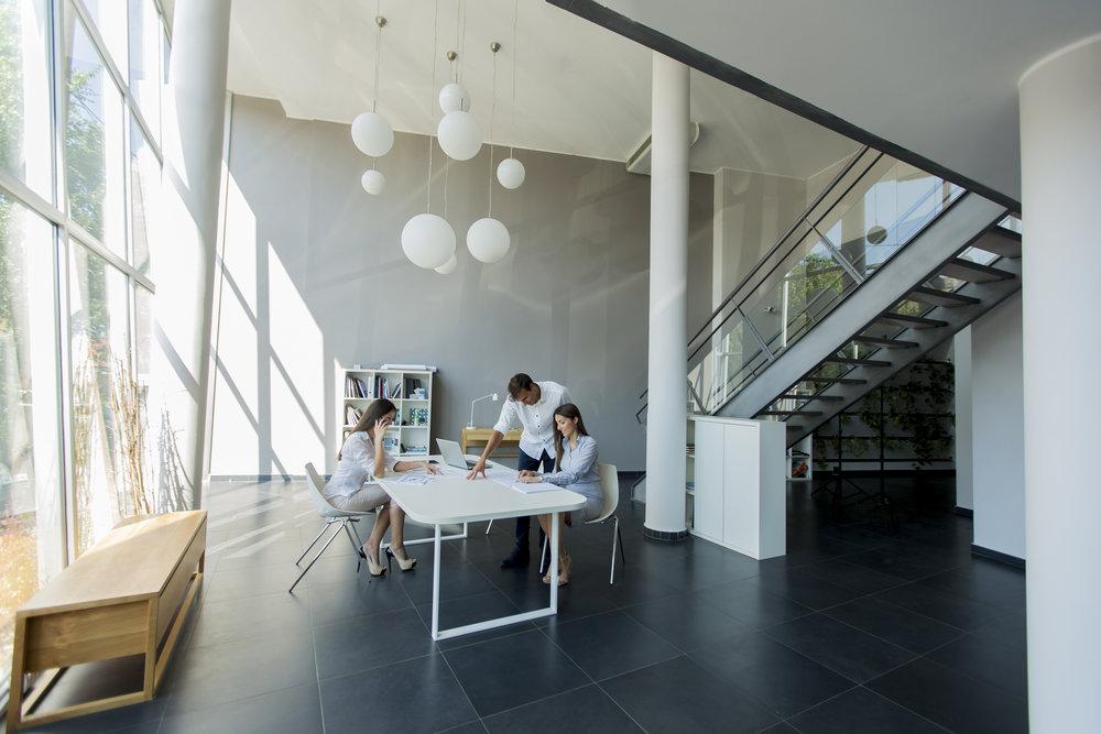 Workplace Strategy - Enhver organisasjon er unik, og de behovene som stilles ovenfor arbeidsplassen er unike. CBRE bistår med utforming og gjennomføring av skreddersydde arbeidsplasstrategier, slik at brukeren og organisasjonen får mest mulig nytte av arbeidsplassen.