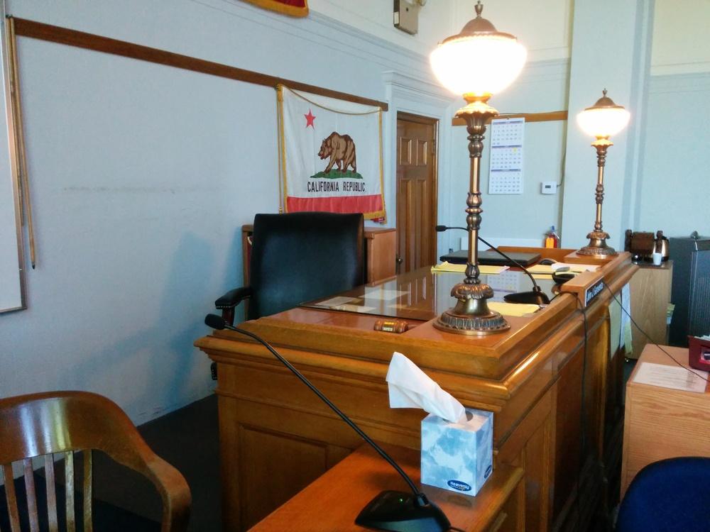 Die Richterbank.
