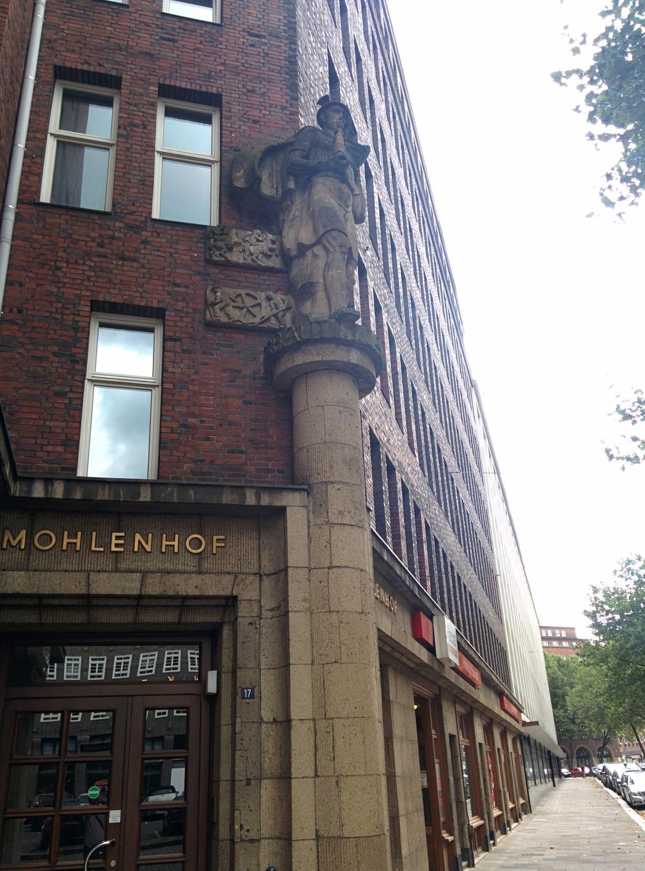 Der Mohlenhof (built 1928-1929), rent: 14,00 EUR per square meter.