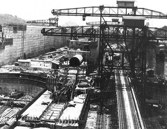 Miraflores Locks under construction in 1912.