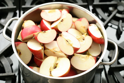 Pot+of+Apples.jpg