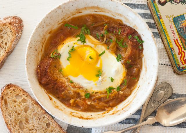 onion+soup+broken+egg2.jpg
