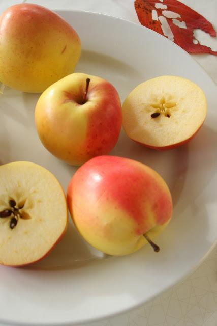 Apples+on+a+plate+1.jpg
