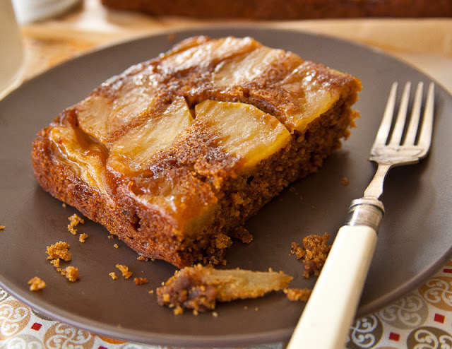 Gingerbread+upside+down+cake+with+apples.jpg