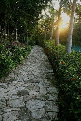 Grand+Velas+Pathway.jpg