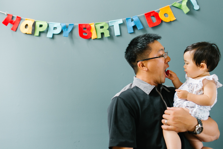 seattle-family-photographer-celebrating-amelia-first-birthday (12 of 13).jpg