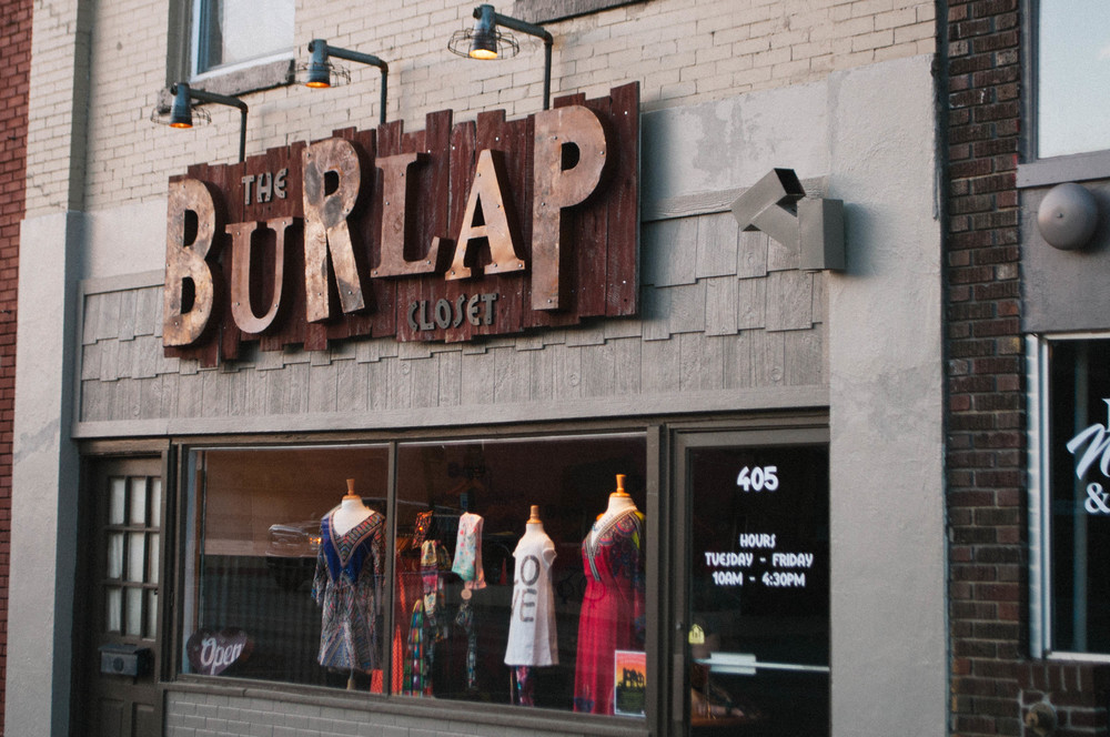 THE BURLAP CLOSET // IDENTITY SIGNAGE DIMENSIONAL SIGNAGE Sign Concept Sign Design/Layout HANDCRAFTED