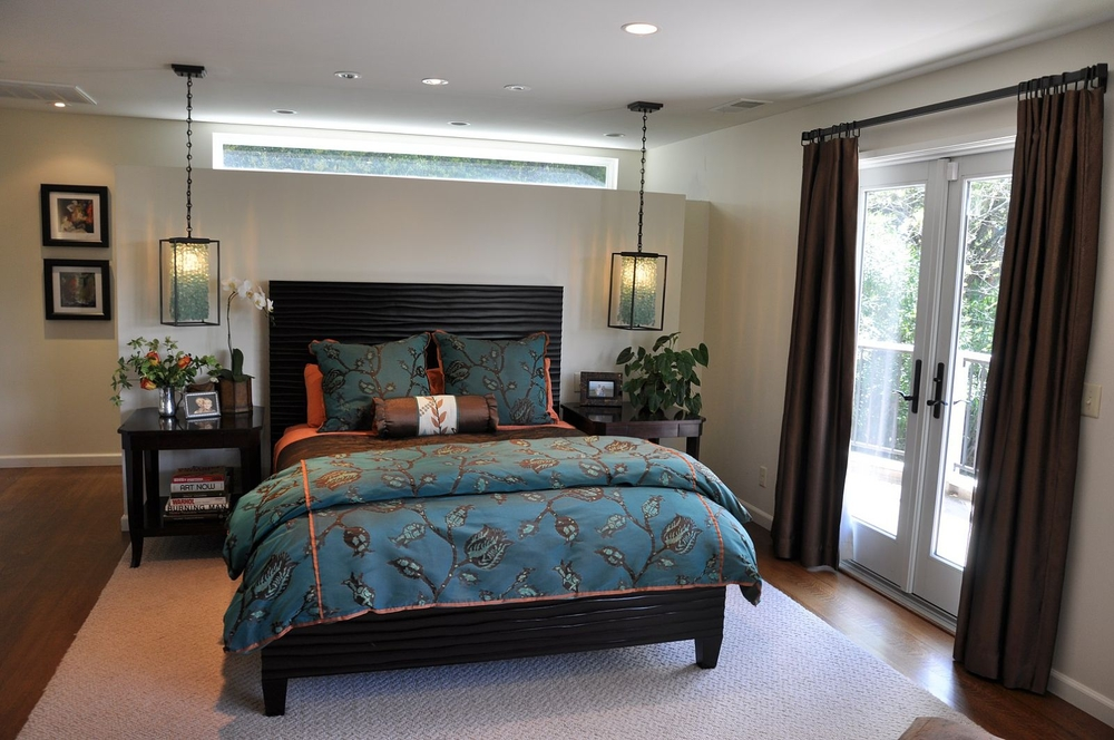 Master bedroom with ceiling lighting