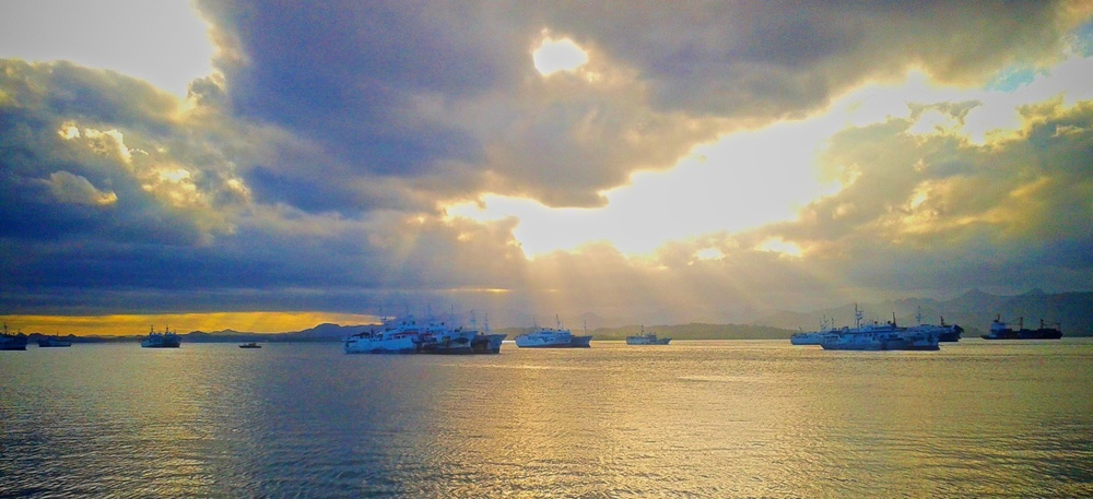 Chinese longliners waiting (for more subsidies?) in Suva harbour