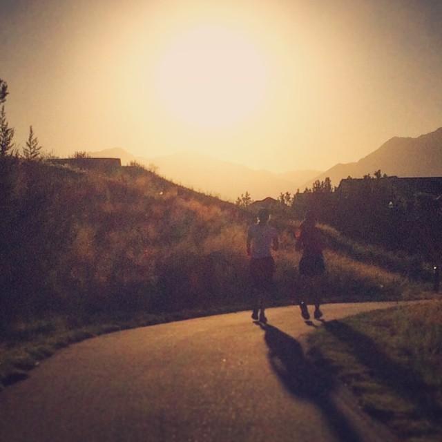 Running just as the sun is coming up is the best! #🏃🏻🚶🏻🏃🏻 #☀️ #🏃🏻 #😎 #slcgalloway #runwalkrun #jeffgallowaytraining #sunriseclub #sunrise #utahrunning #runutah #runslc #slcrunning #halfmarathontraining #marathontraining #runrevel #slc #bigcottonwoodmarathon