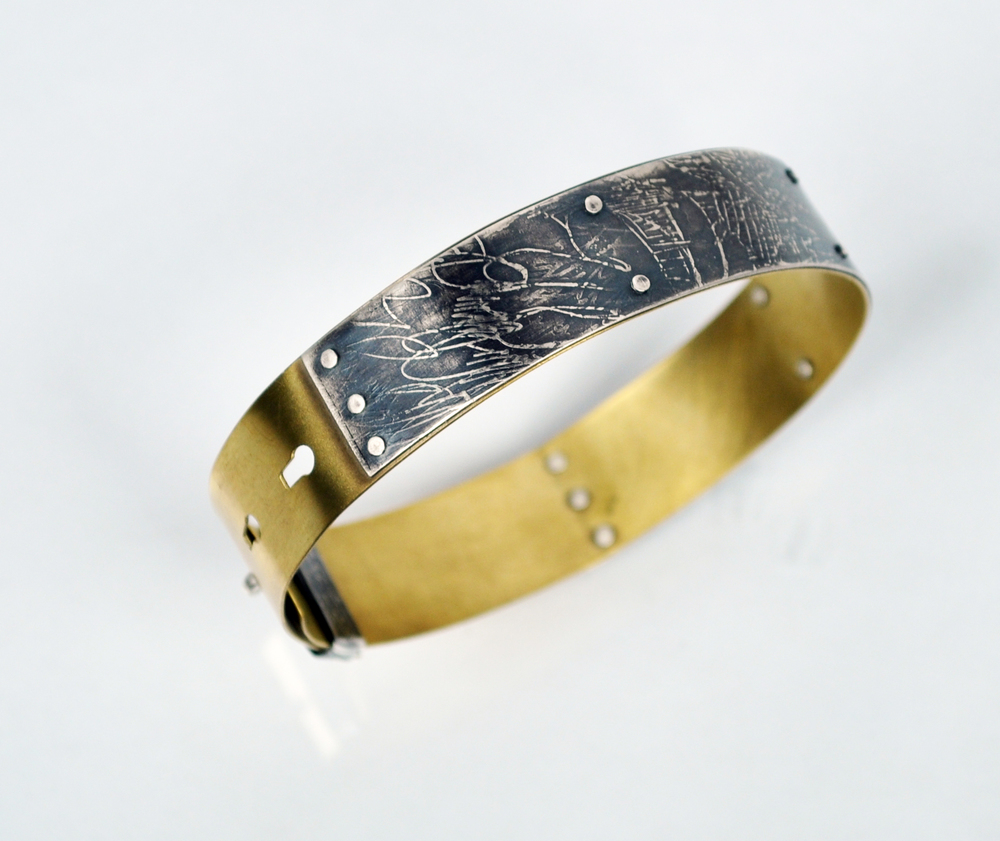 Line Drawing Buckle Bracelet