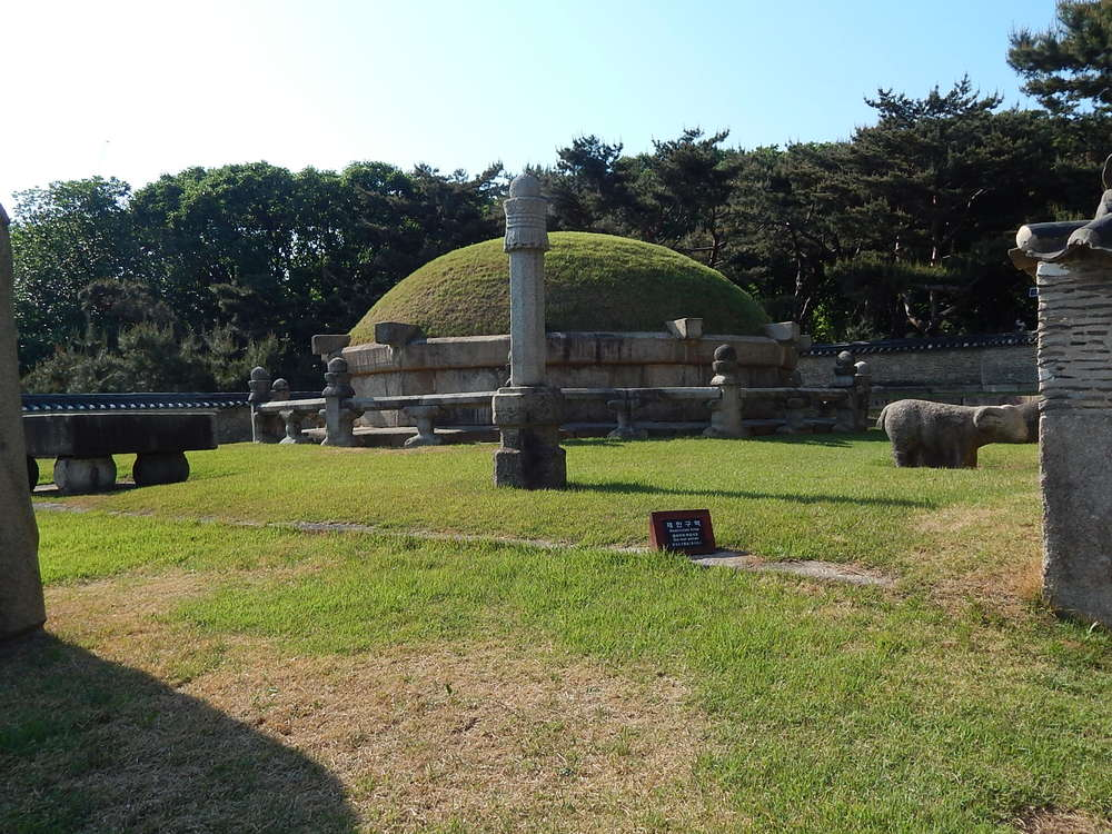The tombs at Seoulleung