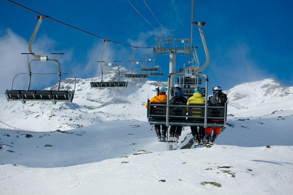 photodune-2566796-skiing-m.jpg