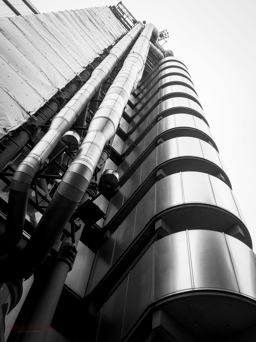 This is the Lloyds Tower, just outside of Leadenhall Market. Very Swanky!