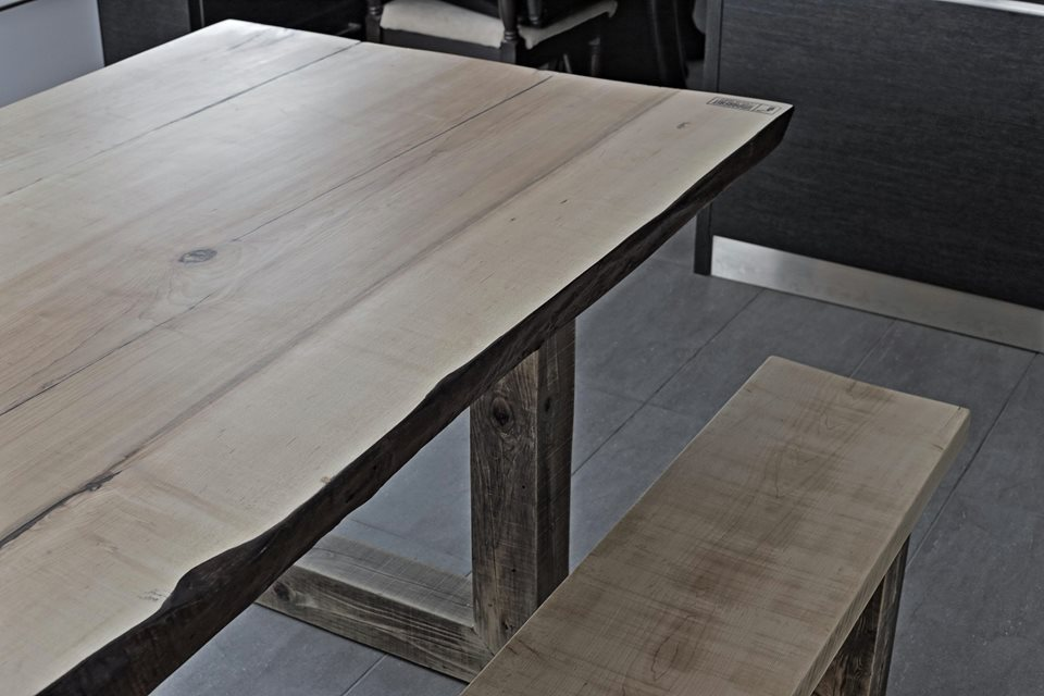 Table Live Edge en érable avec le banc