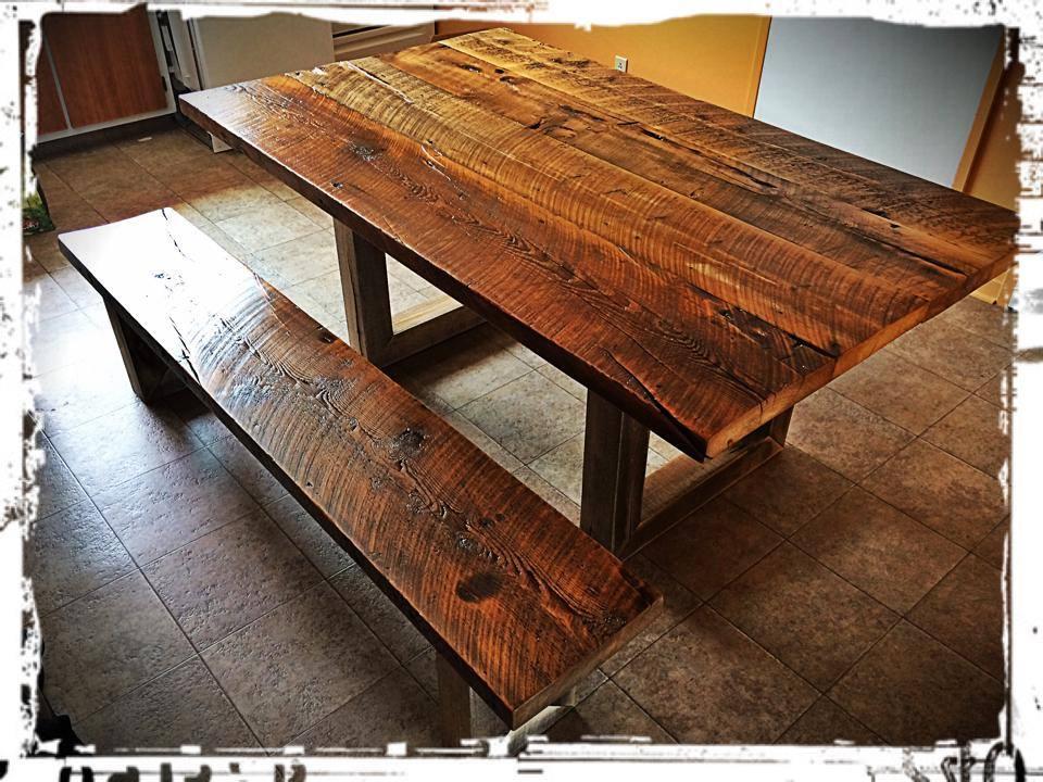 Table et banc en poutre d'une maison sur Pie-IX à MTL