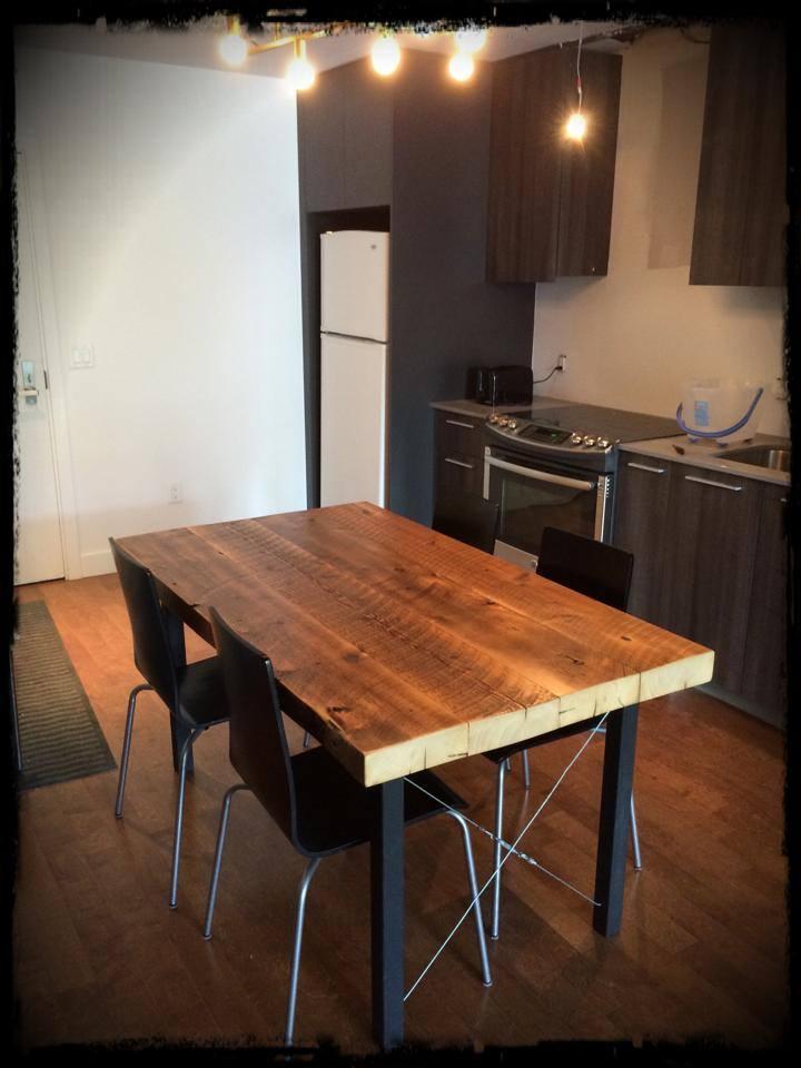 Table en poutre d'une maison sur Pie-IX à MTL