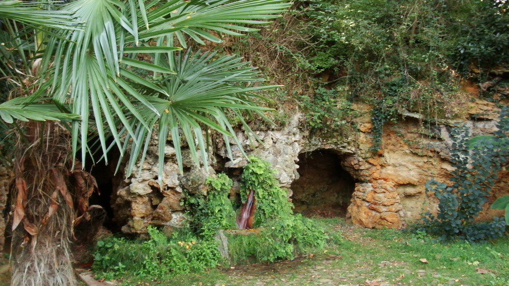 Mineral-rich spring at Campagne-les-Bains
