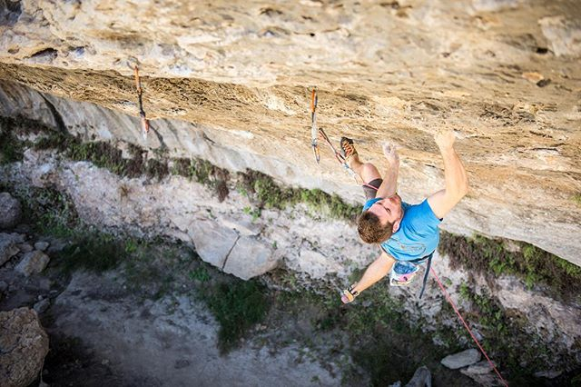 Central Texas climbing season is on!! 💪 Brian Antheunisse has snagged the 5th ascent of I, Me, Mine (5.14d) -- and this was only first couple days of good temps. Congrats Brian! With all the locals putting in work in the heat, I'm psyched to see how many more projects get put down this season. #sportclimbing @deadpointmag
