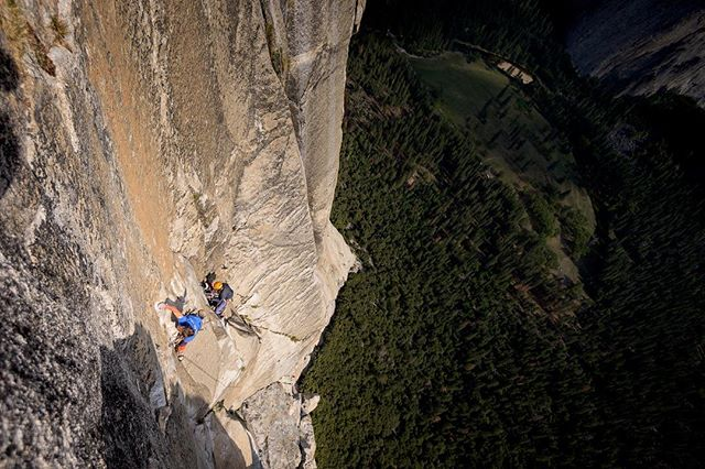 On Wednesday @jacobcookclimbs and @petewhittaker01 are taking on Freerider in a day. The fitness required to tackled so much climbing in a day is outrageous but with the stoke @jacobcookclimbs has seems unstoppable. Here's @jacobcookclimbs high above El Cap Meadow making quick work of the Boulder Problem Pitch a couple years ago. #tradisrad #elcap