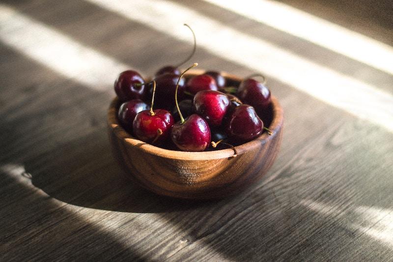 Cherry-pits-break-teeth.jpg