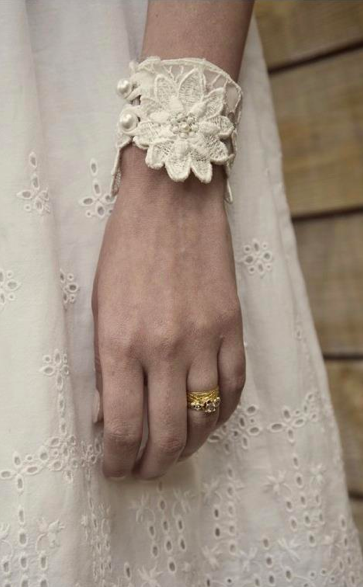 Atelier_Lace Cuff.png