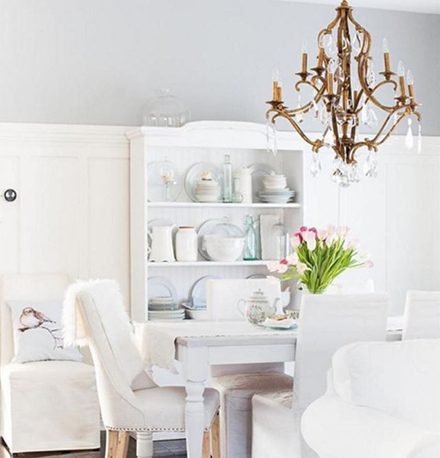 Loving this calm and beautifully bright dining space with grey wall accent color. #maryamonsdesign @maryamons #white #bright