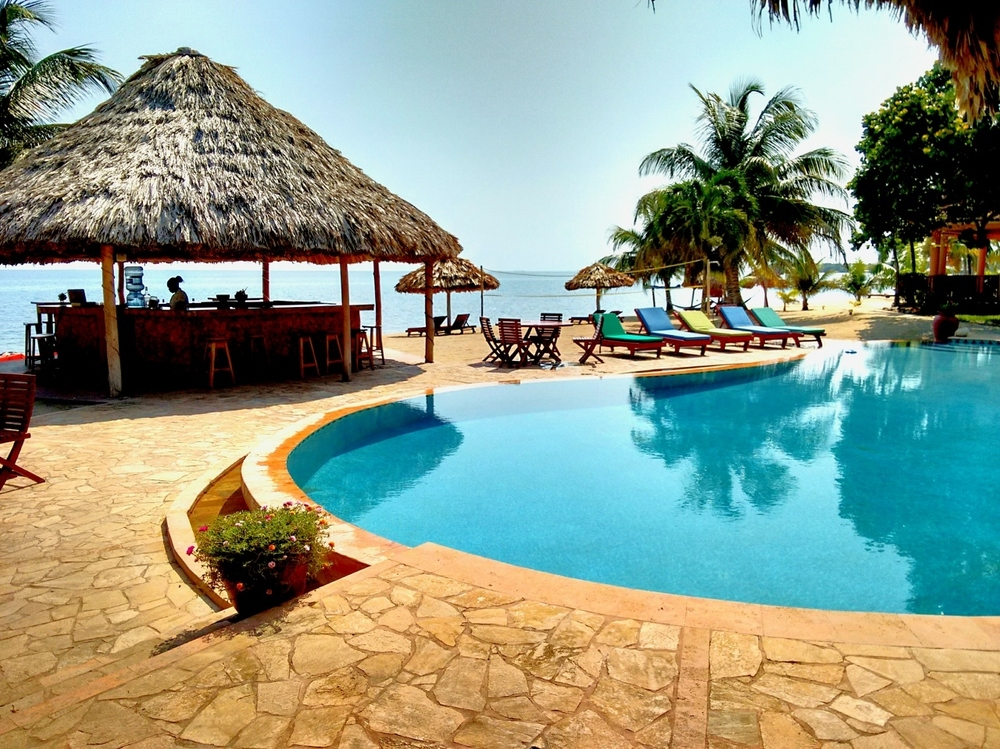 The pool and beach bar at belizean dreams