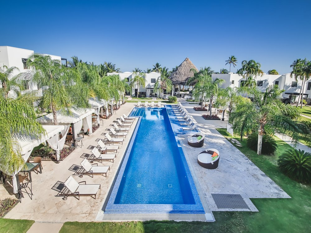 The Infinity pool AND BEACH SUITES AT lAS tERRAZAS rESORT