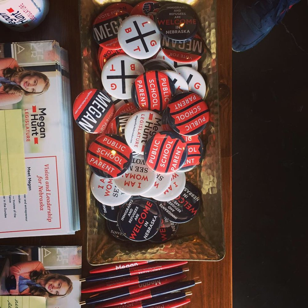jkdc_meganhunt-volunteer-buttonspens.jpg