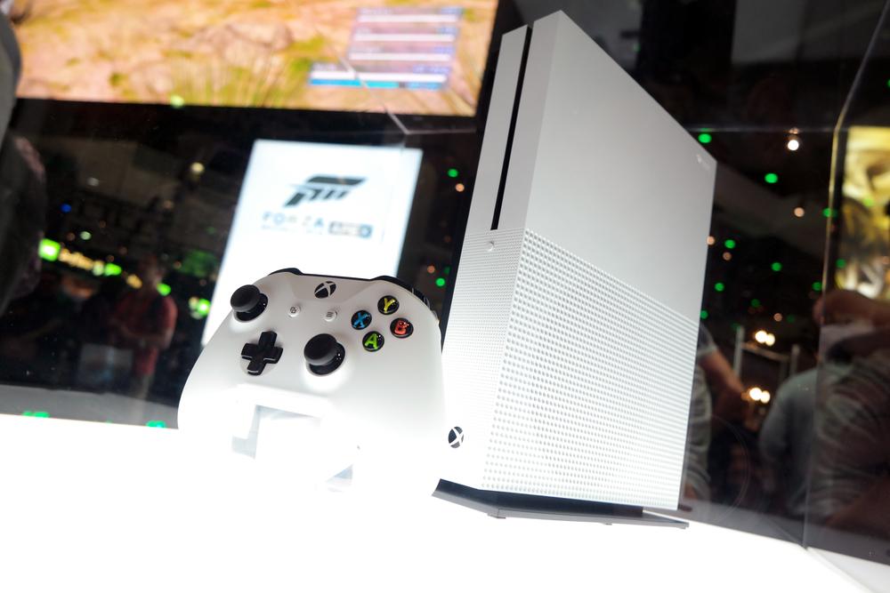 Xbox One Slim 2.jpg