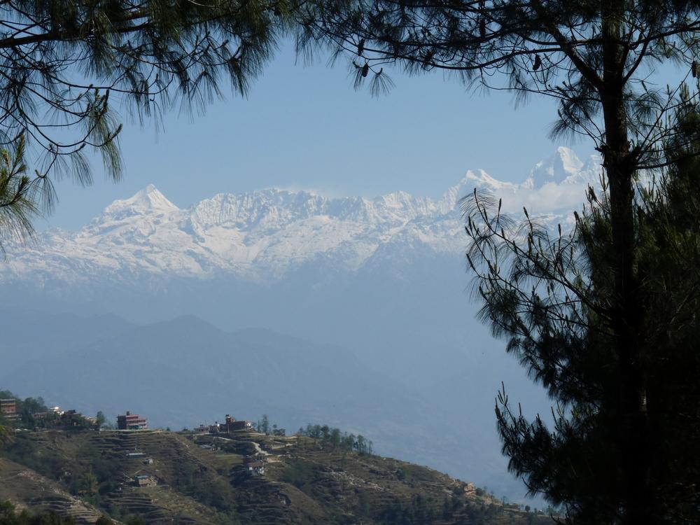 L'Himalaya avec une vue splendide du petit village de Nagarkot