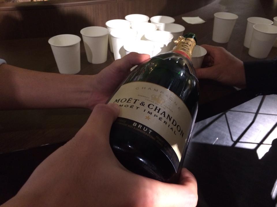 勝手ながら17時半からシャンパンで乾杯