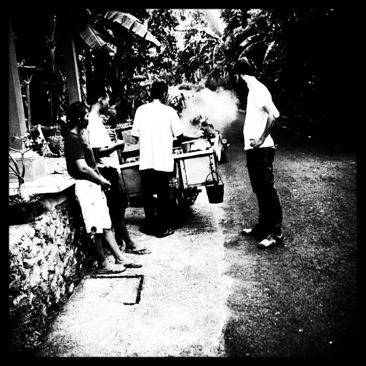 JOHNNYZONE-streetfoodinbali.jpg