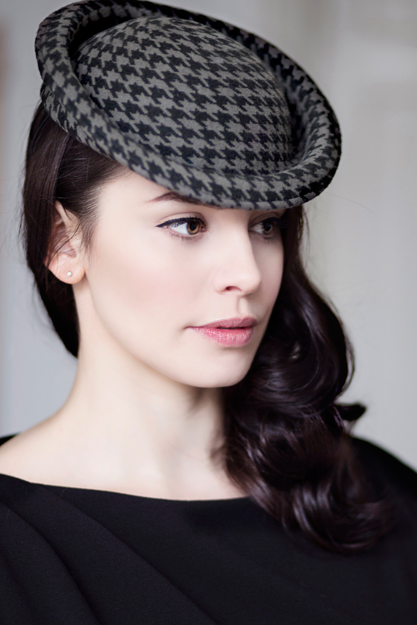 Saucer Hat, Grey/Black