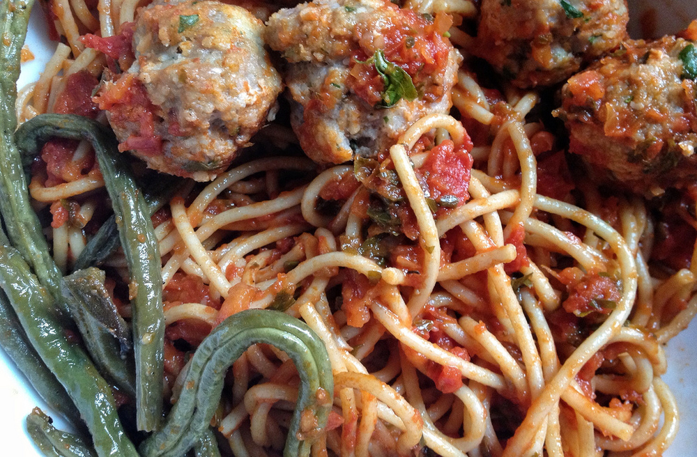 Spaghetti and turkey meatballs with roasted green beans