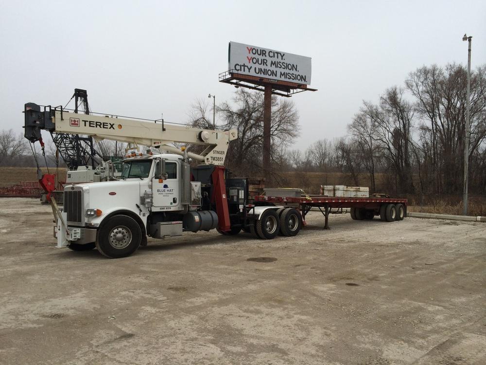 Terex 19 Ton Tractor Mounted Boom Truck 11-79106_1.JPG