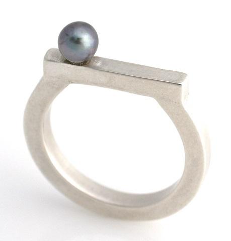 midi pearl ring 2 480.jpg