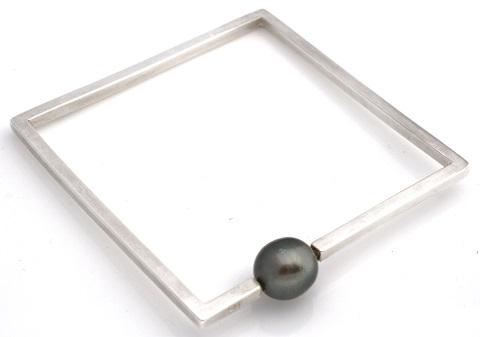 sq bangle with pearl 480.jpg