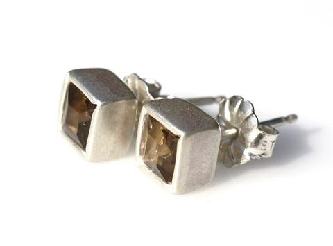 post earrings 480.jpg