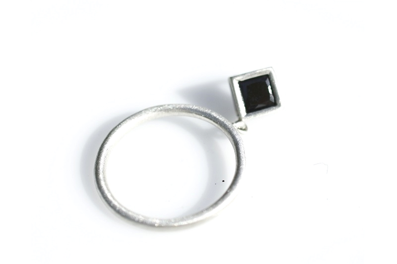Dangle ring - square