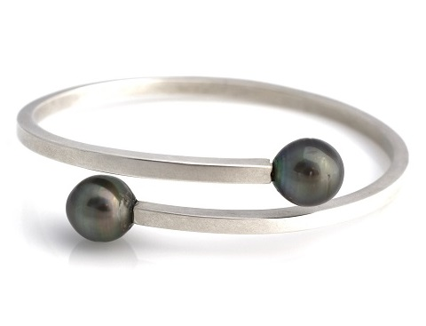 Oval wrap bangle