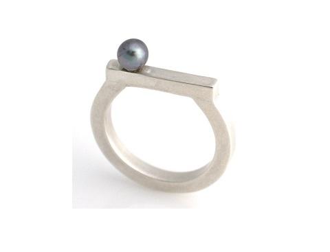 Midi pearl ring