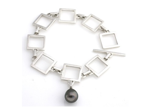 Square chain bracelet with Tahitian pearl