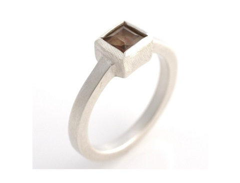 Midi ring with smoky quartz