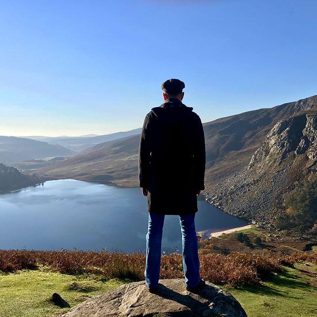 Wicklow Mountains 🏔 Ireland 🇮🇪 . #mountains #scenery #ireland #inspiration #freshair #musicvideo #wilderness #traditional #celtic #lake #richieros #odyssey #lakeview #irishlake #beautifulscenery #irelandsancienteast #greatoutdoors #newmusic #wicklowway #wicklowmountains