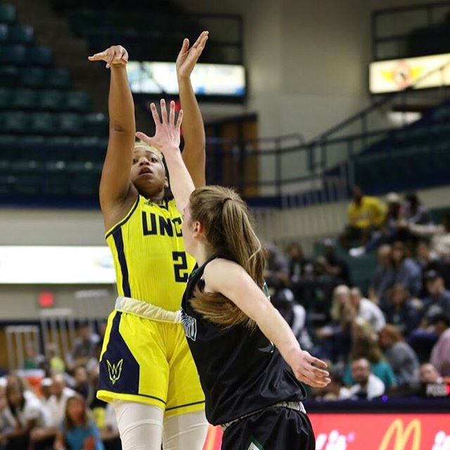 Big S/O to Moriah Crisp who went of 15 and 7 assists for UNCW in her last exhibition game. Your shine will match your grind. #God1st #WorkUntil #inthelab #training #UNCW #D1 #bball #workforit @mocrispp